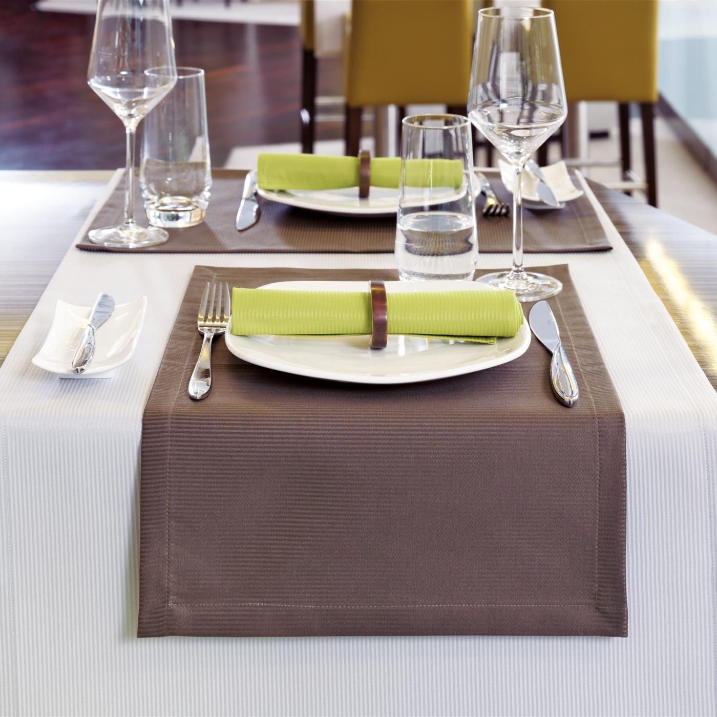 tischsets stoff waschbar beautiful best gesteppte tischsets stoff tischsets zebras zebradekor. Black Bedroom Furniture Sets. Home Design Ideas